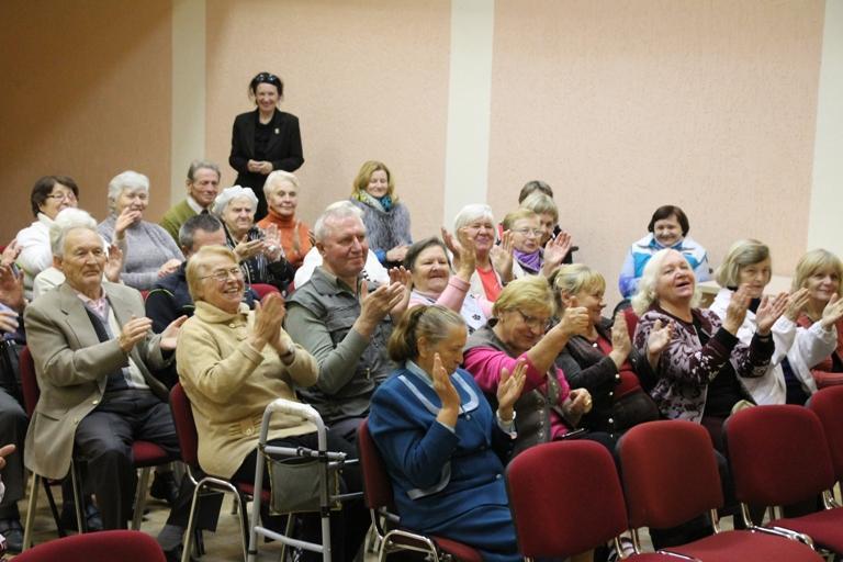 Сценарий ко дню пожилых людей в доме престарелых платные дома для престарелых в кирове